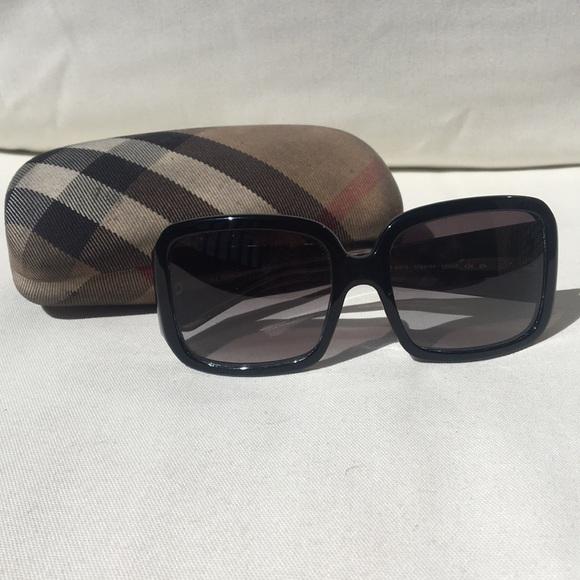 ec7d3567cdf Burberry Accessories   Womens Sunglasses   Poshmark